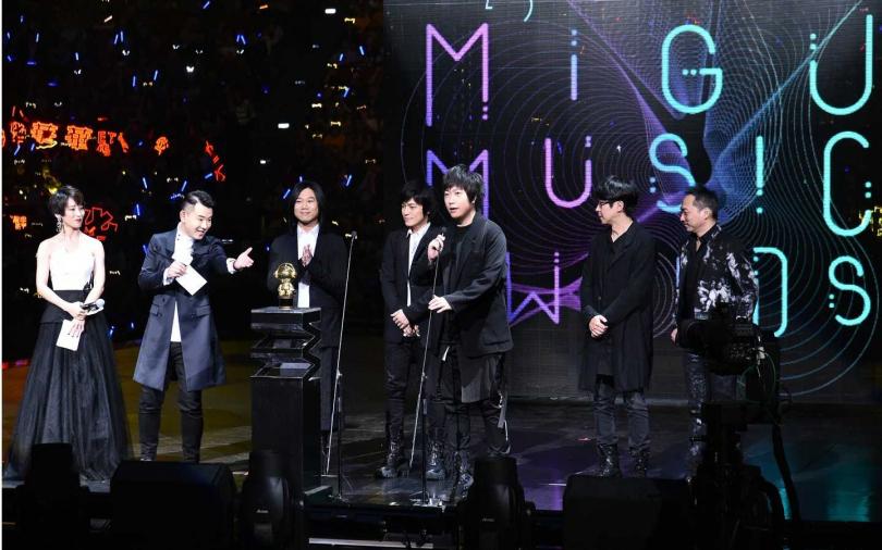 五月天拿下「年度最佳樂團」、「年度最具號召力樂團」、「年度最受歡迎樂團」、「年度10大金曲」4大獎項肯定。