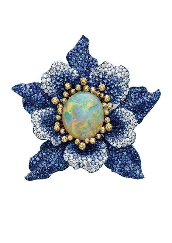 紅地毯系列胸針,鑲嵌16.64克拉蛋白石主石,藍色藍寶石36.03克拉,定價:13,101,000元。(圖/Chopard提供)
