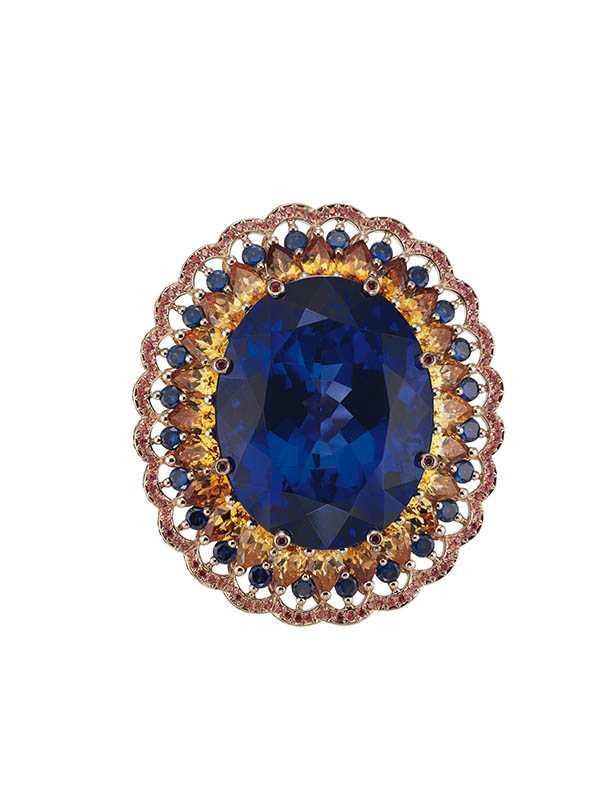 Temptations系列戒指,鑲嵌1.65克拉及1.2克拉梨形切割藍寶石,定價:13,777,000元。(圖/Chopard提供)