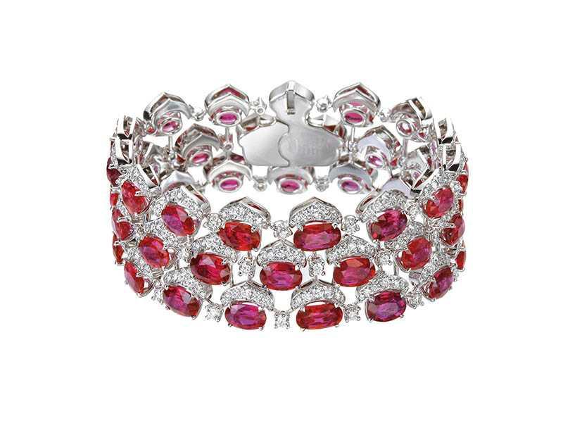 頂級珠寶系列紅寶石手鍊,鑲嵌總重42.95克拉橢圓形切割紅寶石,定價:10,380,000元。(圖/Chopard提供)