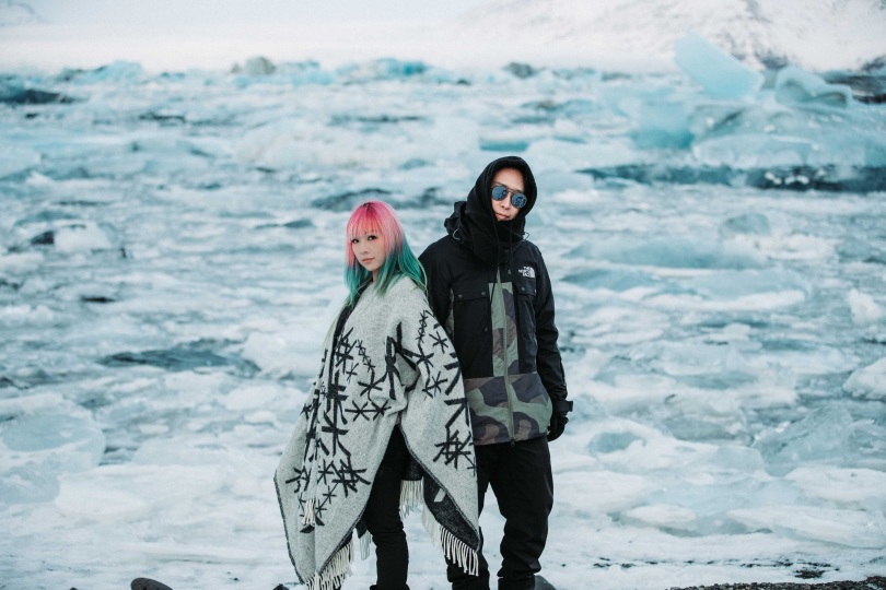 原子邦妮赴冰島拍MV,景色壯麗動人。(圖/滾石提供)