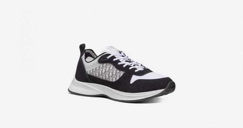 B25 OBLIQUE 黑色麂皮運動鞋。