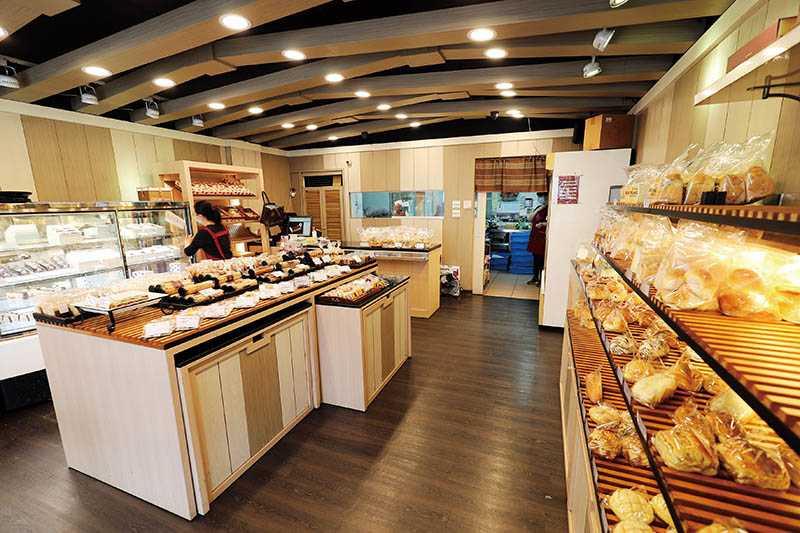 鄰近台北捷運芝山站的全統西點麵包,是第3間分店,也是較常有外地客來採買的店舖。(圖/于魯光攝)