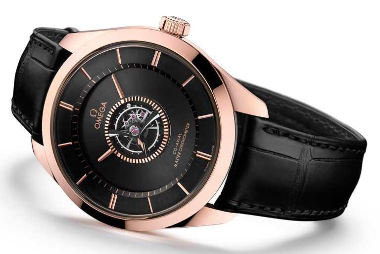 OMEGA「De Ville Tourbillon Co-Axial Master Chronometer」碟飛系列同軸擒縱大師天文台陀飛輪腕錶,18K Sedna金、18K Canopus金錶殼,43mm╱5,476,500元。(圖╱OMEGA提供)