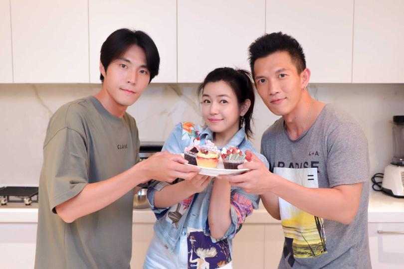 織女隊合照(左起)唐振剛、陳妍希、黃尚禾。(圖/祖與占影像製作提供)