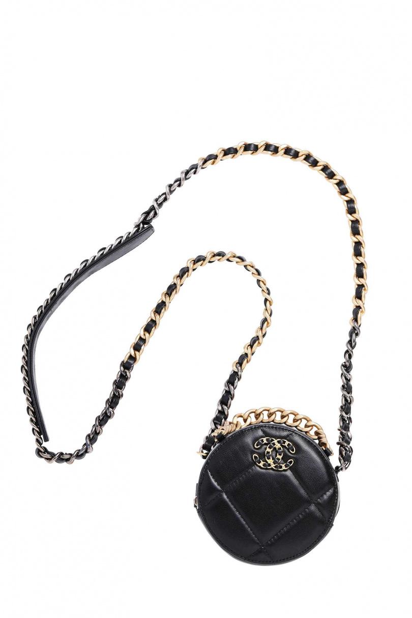 CHANEL 19圓形鍊帶手拿包/約70,000元(圖/戴世平攝)