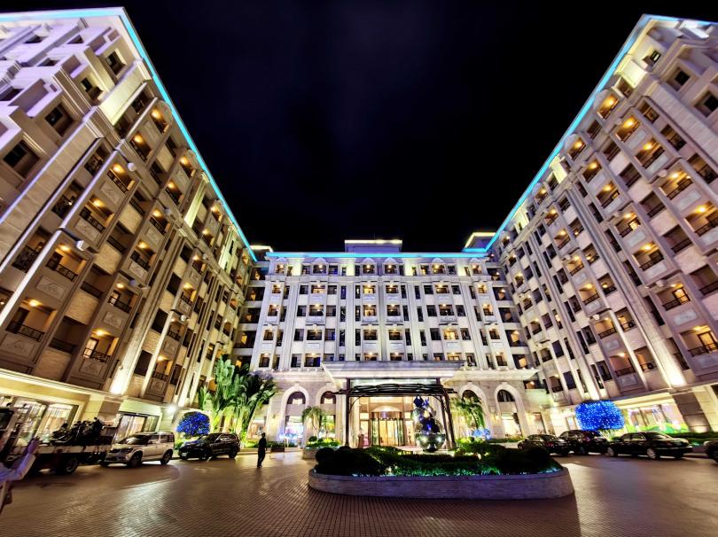 義大天悅飯店推出「饗樂時光」,提供包含小孩用餐免費等多重優惠。