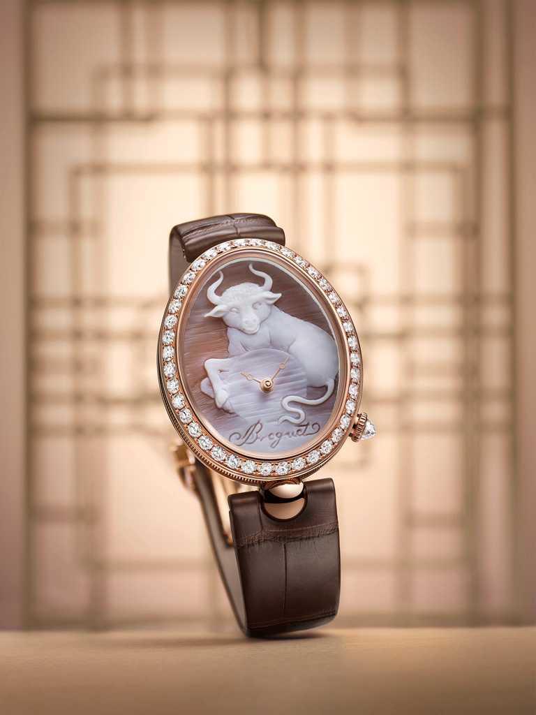 BREGUET「Reine de Naples 8955 Cammea」牛年生肖限量腕錶╱2,365,000元(圖╱BREGUET提供)
