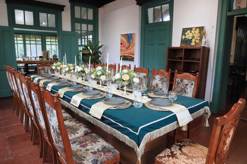 台南晶英酒店與知事官邸生活館共同重現1923年的復古用餐氛圍。(圖/台南晶英酒店提供)