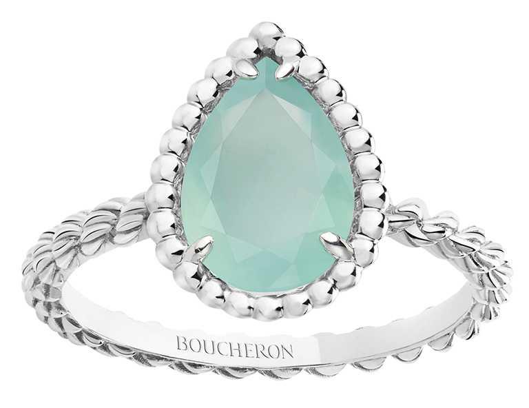 BOUCHERON「Serpent Bohème」系列,海水藍綠玉髓白金戒指╱69,000元。(圖╱BOUCHERON提供)