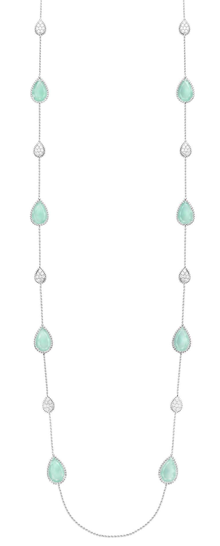 BOUCHERON「Serpent Bohème」系列,海水藍綠玉髓白金鑽石長項鍊╱1,890,000元。(圖╱BOUCHERON提供)