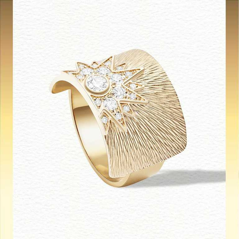 PIAGET「Sunlight」系列,18K玫瑰金宮廷式雕刻紋飾鑽石寬戒╱179,000元。(圖╱PIAGET提供)