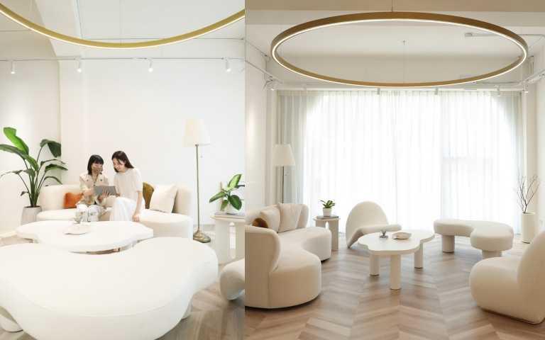 D+AF南西旗艦店3F打造貴賓專屬VIP Room,舒適沙發、植栽與大片落地窗,給貴賓專屬空間享受午後的寧靜購物氛圍,在剛剛好的光線襯托下輕鬆就能拍出絕世美照,在包廂內享有私密的尊榮購物服務。(圖/品牌提供)