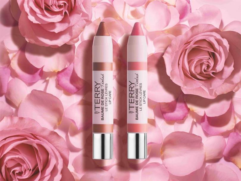 BY TERRY「玫瑰潤色潤唇筆」,左為「復刻薔薇」,右為「蜜糖玫瑰」。2.3g/NT1,180。(圖片:品牌提供)