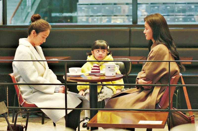 飾演金泰希女兒的童星徐宇鎮,竟是男扮女裝演出。(圖/NETFLIX提供)