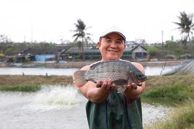 「巧匠舞音」老闆李宗銘,8年前接手父親的養殖場,以野生放養無毒台灣鯛而聞名。(圖/宋岱融攝)
