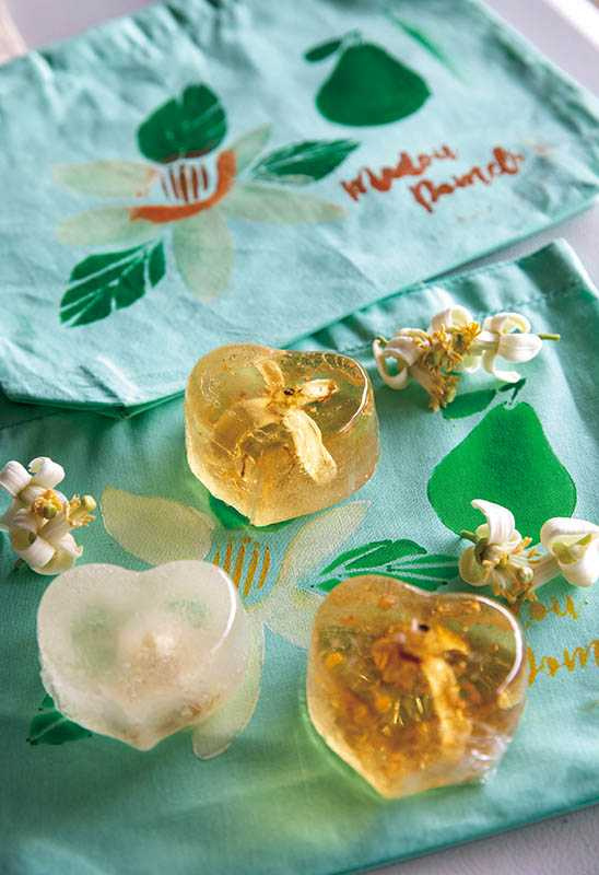 果園舉辦DIY活動,可親自採摘柚花瓣、自製柚花皂。(圖/宋岱融攝)