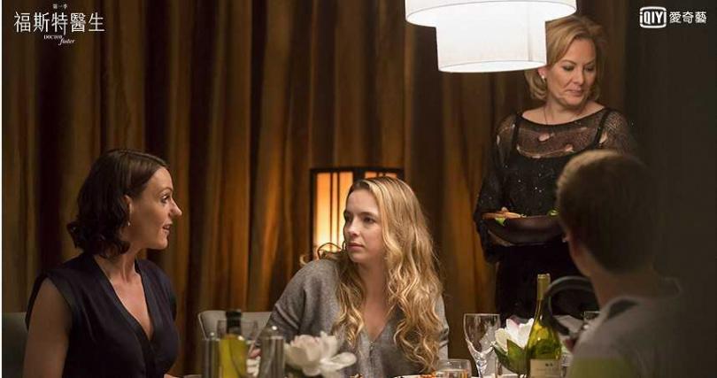 蘇蘭·鐘斯與茱蒂康默,正宮小三攤牌正面對決。