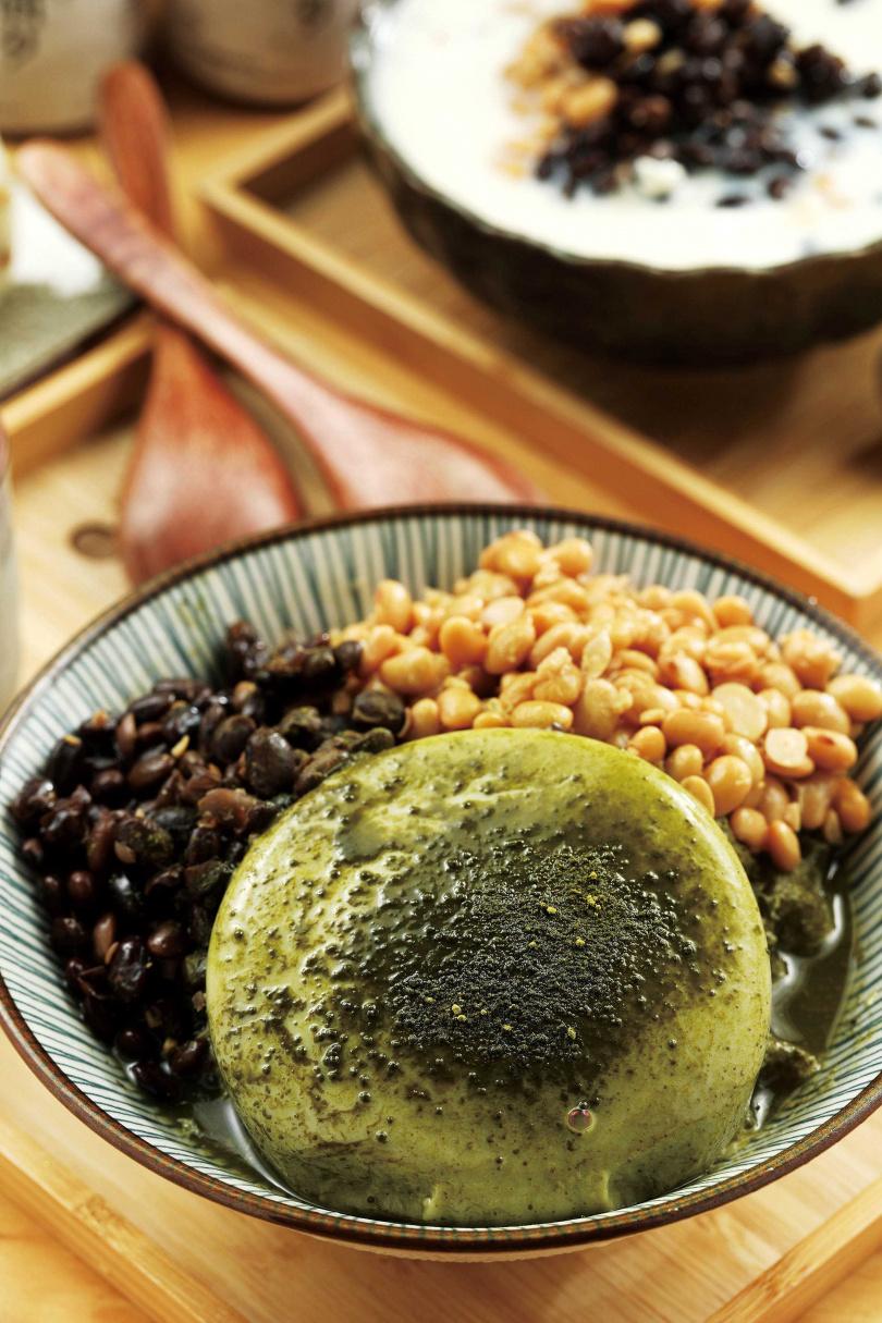 「碧螺春抹綠豆腐冰」充滿微苦茶香,韻味十足。(85元)(圖/于魯光攝)