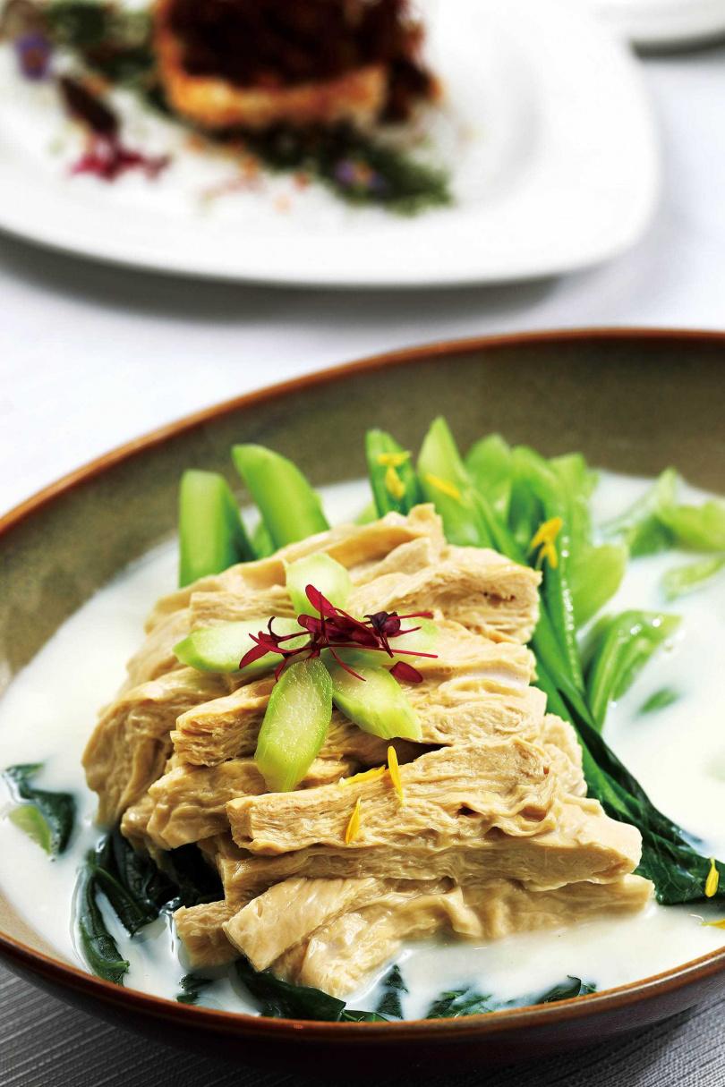 豆香十足的「豆漿枝竹浸食蔬」清爽健康又有飽足感。(488元)(圖/于魯光攝)