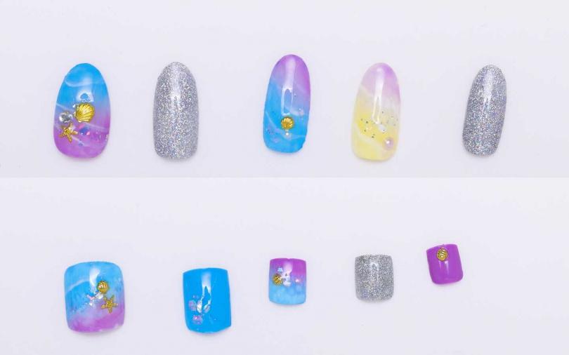 以藍色為主色調,再搭配上漸層暈染感的紫色,還有可愛的扇貝、珍珠跟海星點綴。而刻意保留幾趾刷上滿滿的閃亮銀蔥則是展現時髦感的關鍵點。(圖/戴世平攝)