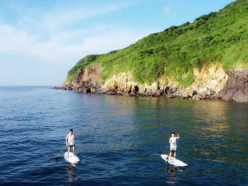 2人為拍攝「阿東企劃」出海。(圖/禾豐九路提供)