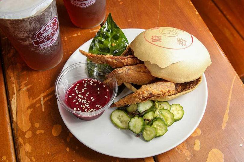 將紅茶元素融入漢堡的「椪餅果茶雞」,是11月新推出的餐點。(129元/份) (圖/焦正德攝)