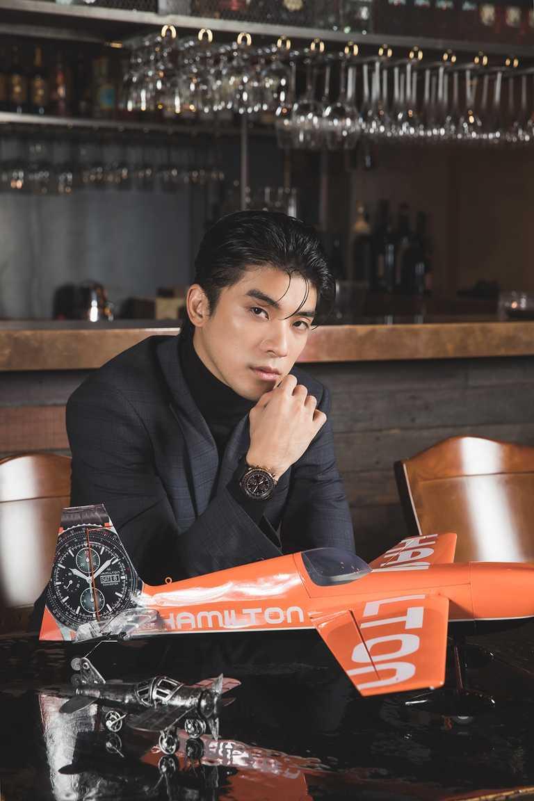 新世代男星林哲熹,佩戴漢米爾頓「Khaki Aviation卡其飛行」系列全新「Converter」計時碼錶,展現不羈自信。(圖╱HAMILTON提供)