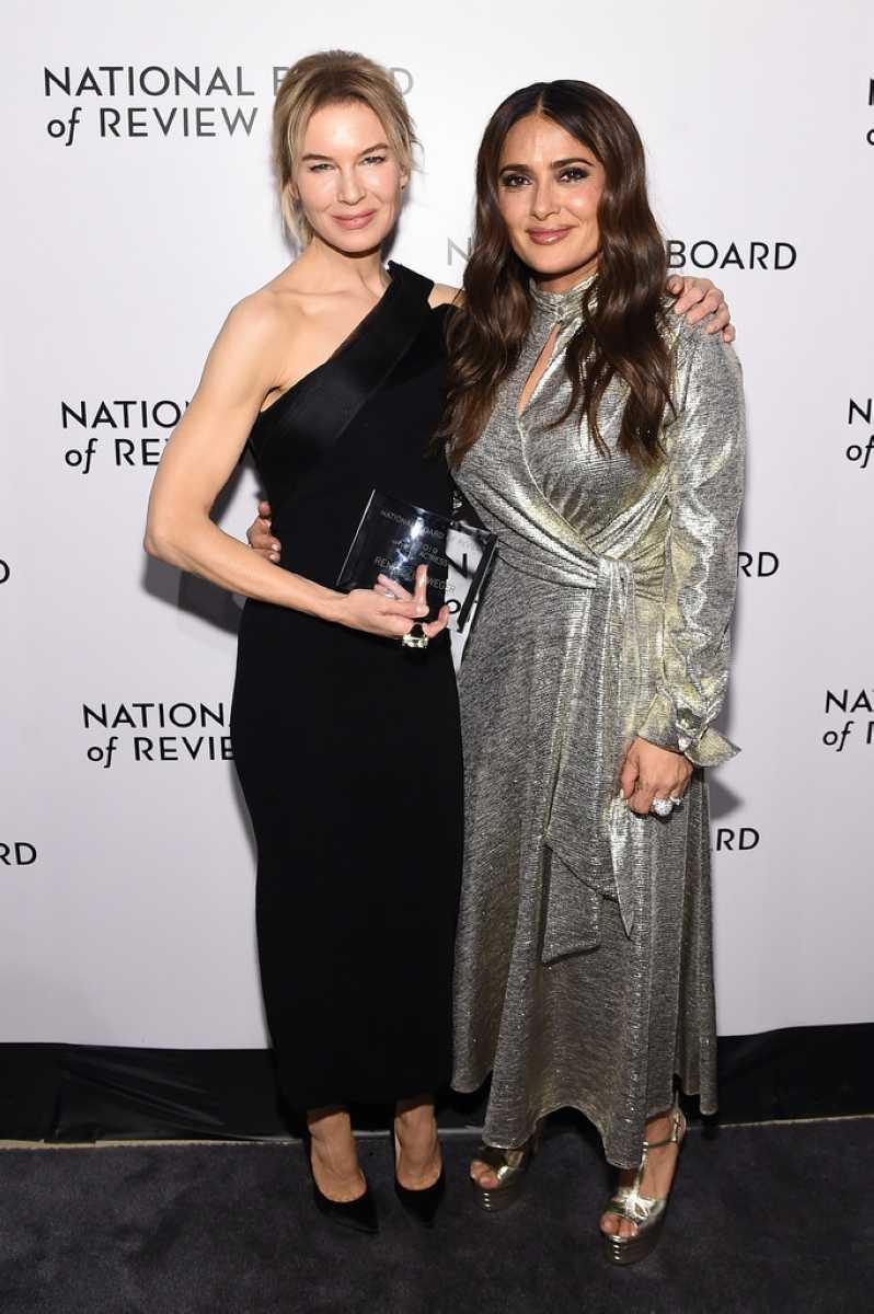 芮妮齊薇格(左)感謝摯友莎瑪海耶克的一句話,讓她得以放慢腳步,去評估自己的演藝事業。(圖/翻攝自網路)