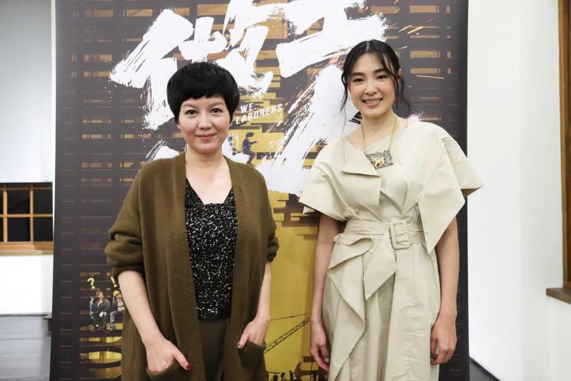 苗可麗(左)、曾珮瑜(右)在做工的人詮釋不同的女性樣貌。(圖/大慕影藝提供)