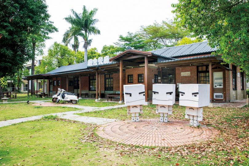 糖廠的老舊宿舍與閒置土地,經整修開放為「善糖文化園區」,並有餐廳與咖啡館進駐。(圖/宋岱融攝)