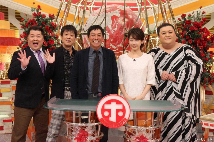 黑色美乃滋(左起)、明石家秋刀魚,加藤綾子和松子DELUXE主持的綜藝節目《真的假的!?顛覆常識》,邀請藝人提出困擾與專家共同討。(圖/WAKUWAKU JAPAN提供)