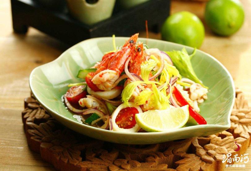 涼拌海鮮。(圖/湄南河泰式料理庭園餐廳提供)
