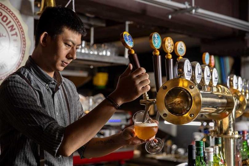 「棧直火廚房」供應多達16款精釀啤酒。