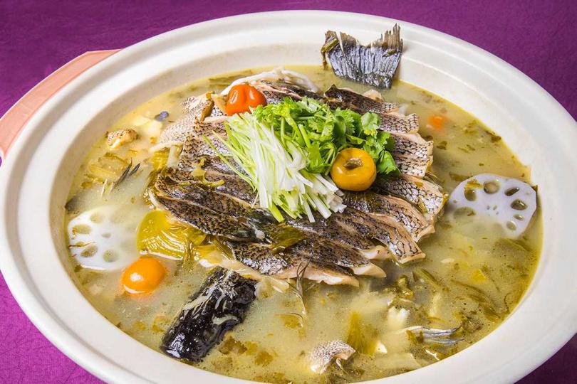 家宴農家酸菜魚。