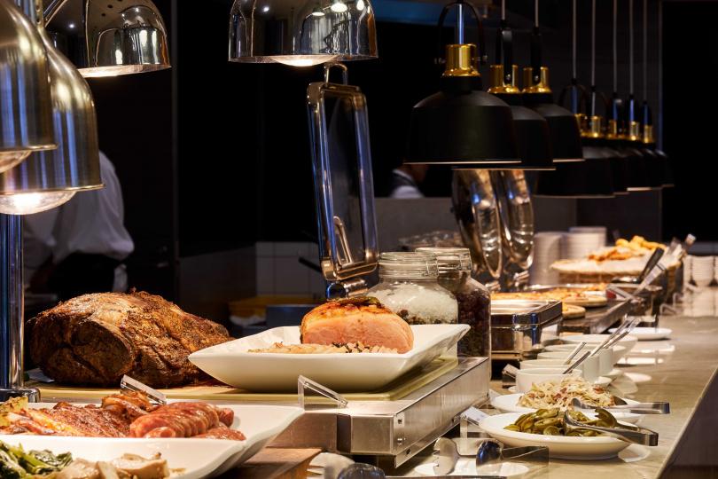 百宴自助餐廳食材多元新鮮,深受顧客喜愛。
