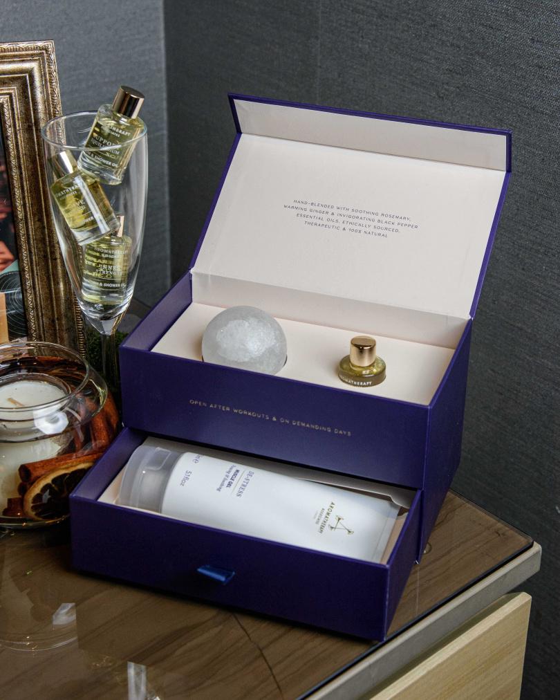 AROMATHERAPY ASSOCIATES舒緩呵護寶盒/2,000元,內含:舒緩凝膠150ml、舒緩舒肌沐浴油9ml、舒緩浴鹽晶球150g (NEW)(圖/品牌提供)