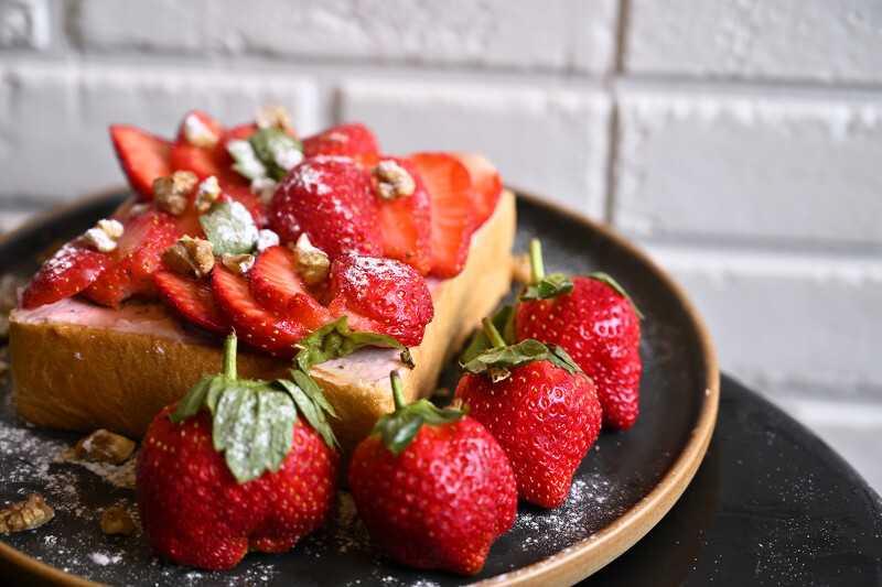 雪莓乳酪布丁吐司。(圖/ISAAC Toast提供)