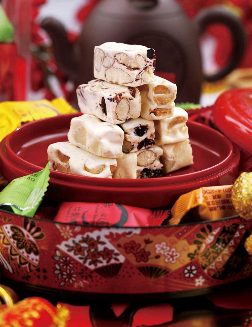 「點心圓」做出軟Q牛軋糖,讓牙口不好的人也能享受吃糖的樂趣。(600g包裝320至600元)(圖/于魯光攝)
