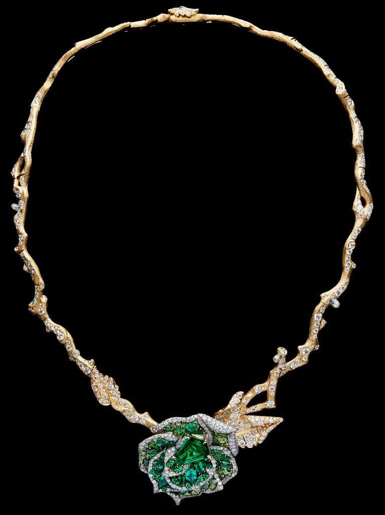DIOR「RoseDior」系列高級珠寶,Vert Cinabre鳶形切割祖母綠鉑金鑽石項鍊╱34,000,000元。(圖╱DIOR提供)