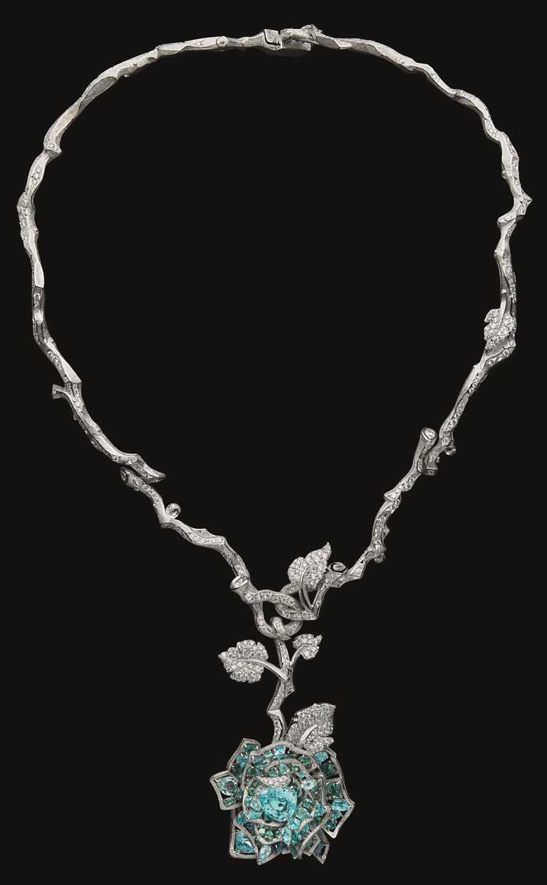 DIOR「RoseDior」系列高級珠寶,Bleu de Sèvres 帕拉伊巴碧璽鑽石項鍊╱26,000,000元。(圖╱DIOR提供)