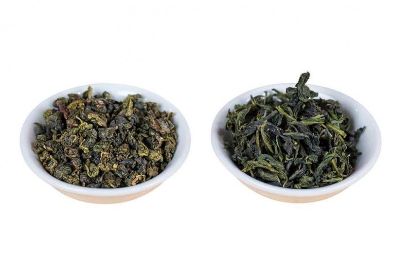 茶葉形狀是影響冷泡時間的最大關鍵,球形茶葉(左)比條索形(右)需要更長時間。(圖/馬景平攝)