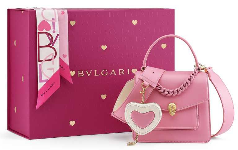 BVLGARI「Serpenti Forever Maxi Chain」紅鶴粉色包款套組╱124,000元。(圖╱BVLGARI提供)