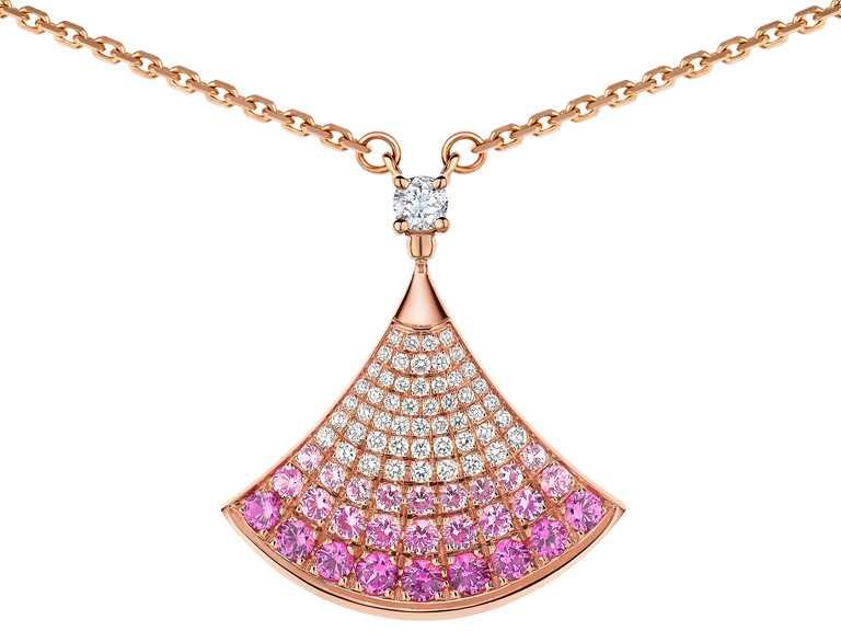 BVLGARI「Divas' Dream」系列,玫瑰金鑽石與粉紅剛玉項鍊╱146,300元。(圖╱BVLGARI提供)