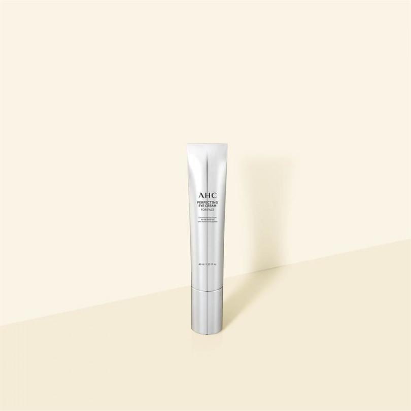 「最強無痕熨斗霜」 專為乾燥、細紋、敏弱肌膚設計, 針對敏感脆弱的全臉與眼周肌膚注入彈潤。質地輕盈,好吸收不黏膩,提供無負擔呵護,奢華眼霜也能於全臉使用,據說也是吳漣序的最愛。AHC 完美奢華全臉淡紋眼霜40ml/1250元