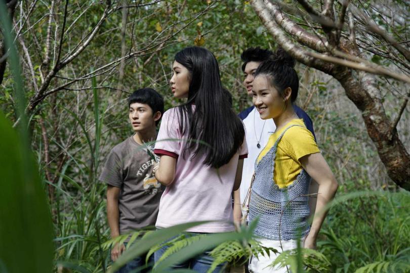 《76号恐怖書店-捉迷藏》由一票年輕演員林暉閔(左起)、雷嘉納、劉子銓、盧以恩共同演出。(圖/七十六号原子)