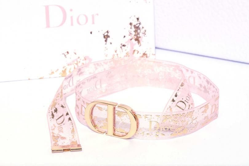 於「迪奧線上快閃店」消費滿額3,500元,更可獲贈獨家「迪奧粉漾絲語手環」一只。(圖/品牌提供)