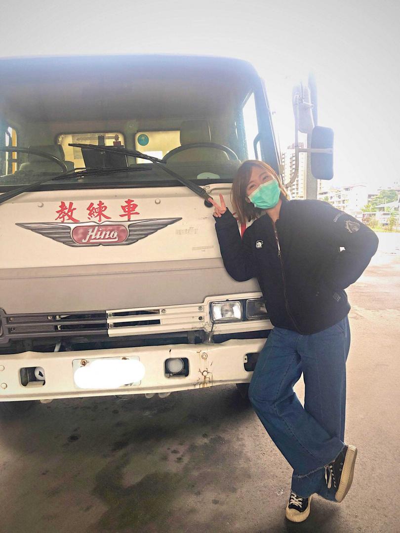 李懿考到大貨車駕照。(圖/伊林娛樂提供)