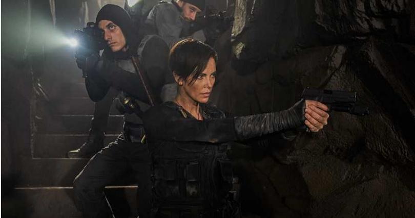 《不死軍團》以獨特的不死之身超能力為主題,更呈現出令人耳目一新的暴力美學。(圖/Netflix提供)