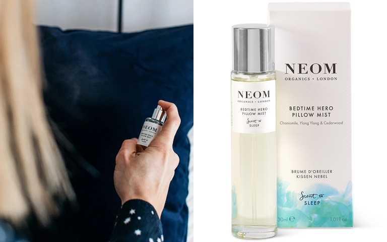 NEOM靜心舒眠枕頭噴霧 30ml/1,100元  上床睡覺前,將靜心舒眠枕頭噴霧噴灑於枕頭,接著以鼻子吸氣7秒,然後慢慢從嘴裡吐氣11秒鐘,就能感受到療癒平靜氣息。(圖/品牌提供)